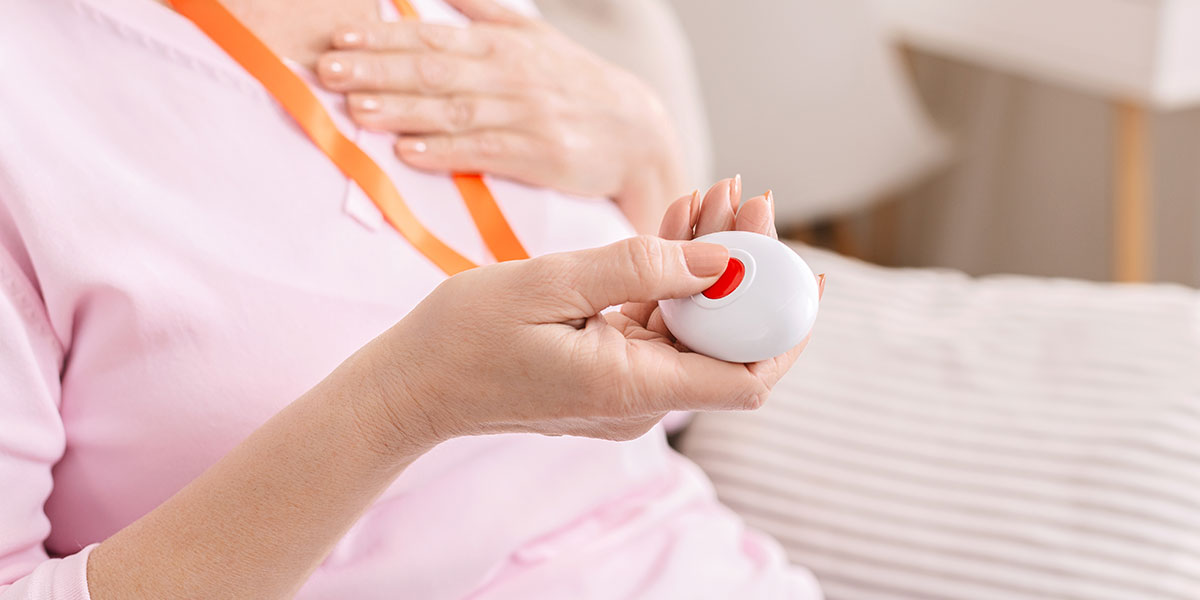 Conseils pour choisir un bracelet détecteur de chute pour les personnes âgées